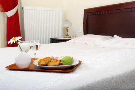 breakfast in bed: breakfast served on bed