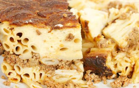 macarrones: primer plano de plato con pastitsio