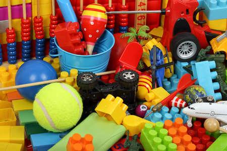 Vielzahl von Spielzeug und Kindheit Artikel