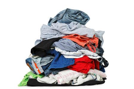 白で隔離される衣類の山