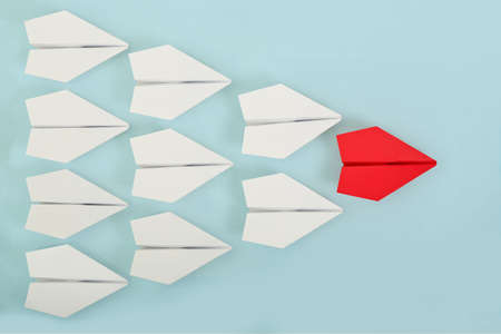 red paper plane leading white ones, leadership concept Stockfoto