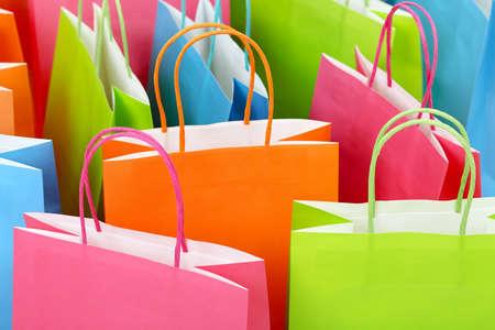 Close up de coloridas bolsas de la compra de papel Foto de archivo - 42896780
