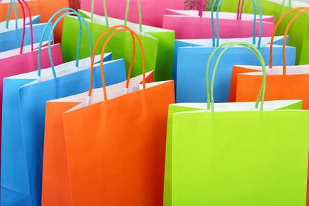Nahaufnahme von bunten Papier Einkaufstaschen