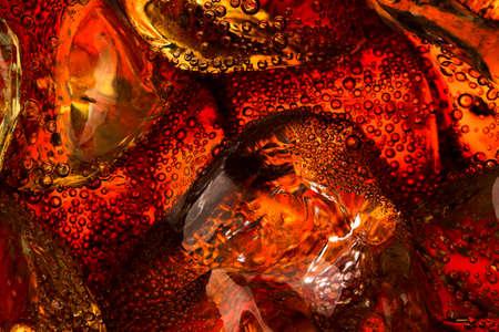 close-up van frisdrank met ijsblokjes