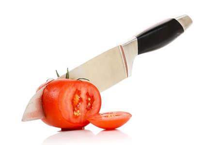 knife cutting a tomato isolated on white Stockfoto