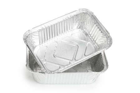 twee aluminium lunchboxen of dienbladen op wit wordt geïsoleerd