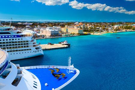 나소 바하마 항구에서 크루즈 선박 에디토리얼