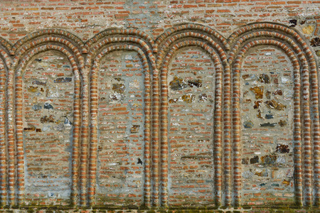 arcos de piedra: Arcos de piedra en una pared antigua Foto de archivo