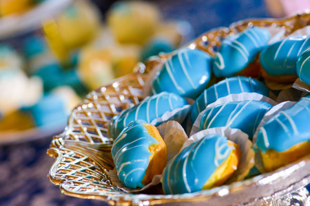fondant fancy: Cakes with blue marzipan