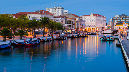 End of the day in the central channel of the Ria de Aveiro Editorial