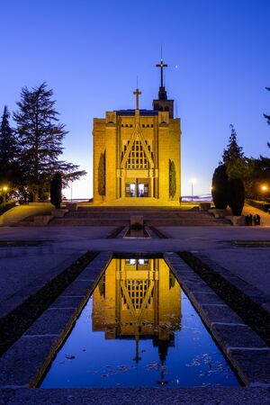 Guimaraes, portugal - Novembro 12, 2017: Inicio da noite, Igreja Nossa Senhora da Penha, Guimaraes Portugal