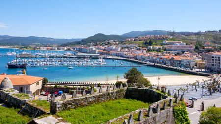 Baiona, Espanha - 3 maggio 2018: Dalla Fortezza abbiamo una bellissima vista panoramica della città di Baiona, Pontevedra, Espanha