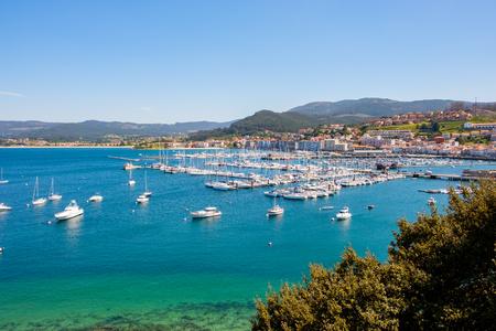 Baiona, Espanha - 3 maggio 2018: Dalla Fortezza abbiamo una bellissima vista panoramica sul porto di Baiona, Pontevedra, Espanha