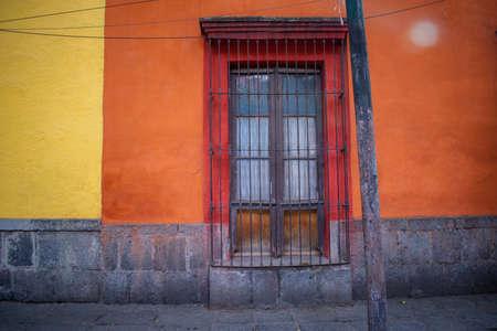 Old orange building and trees in Mexico City Foto de archivo