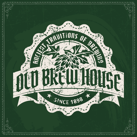 Craft beer brewery logo on vintage green chalkboard background. Template for bar or pub. 版權商用圖片 - 117904710
