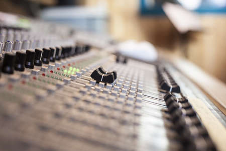 Digital sound mixing console - selective focus