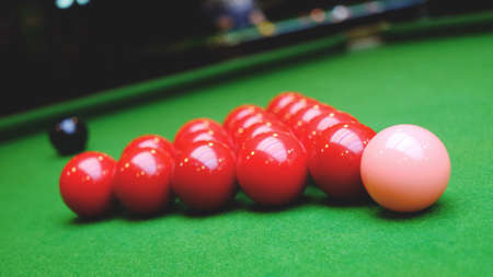 snooker: Snooker balls and table