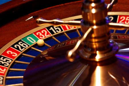 ruleta de casino: Momentos en el casino - Detalles de los juegos de ruleta y poker