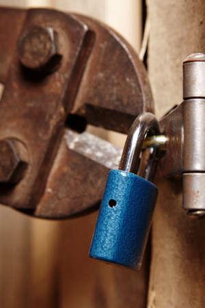 breaking: Breaking padlock
