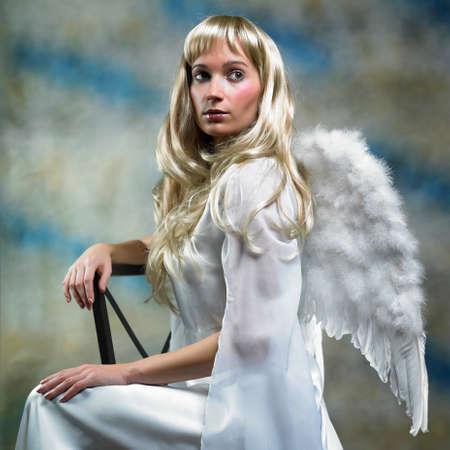 angel de la guarda: Ángel Rubio en el estudio - dama posando con alas de ángel