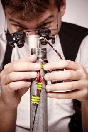 detonator: Plugging detonator of bomb