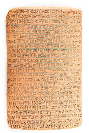 Ancient type of Akkad empire style cuneiform writing in brown clay with rest of dirty sand Stockfoto