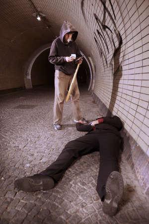 Hombre atacado por adicto después de retirar efectivo de un cajero automático