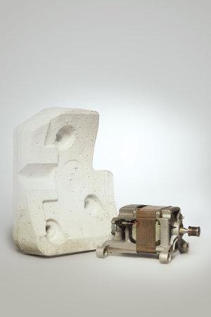 Unmounted washing machine engine with concrete weight block