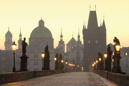 r�publique  tch�que: Prague, R�publique tch�que, le pont Charles, � l'aube Banque d'images