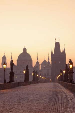 r�publique  tch�que: R?publique tch?que Prague, le pont Charles, ? l'aube