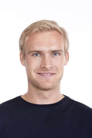 ragazze bionde: ritratto di un giovane uomo con i capelli biondi e occhi azzurri - isolati su bianco