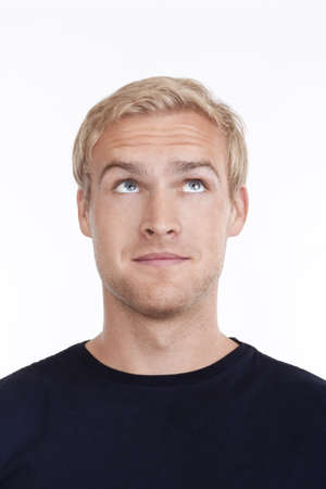 capelli biondi: Ritratto di un giovane con i capelli biondi cercando up - isolato su bianco