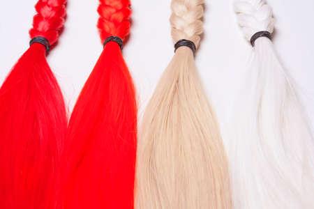 artificial hair: Pelo artificial utilizado para la producci�n de pelucas y extensiones Foto de archivo