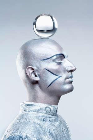 stage makeup: Ritratto di un mago con sfera di vetro in Trucco teatrale e del Costume Archivio Fotografico