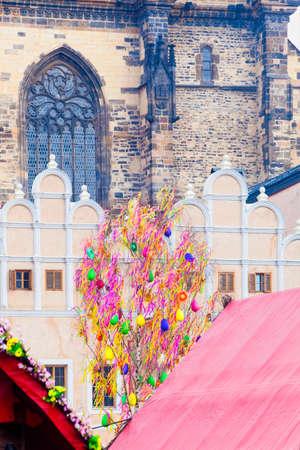 arbol de pascua: Rep�blica Checa, Praga - �rbol de Pascua en la Plaza de la Ciudad Vieja