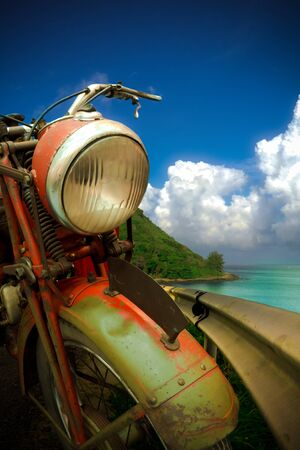 浜辺のビンテージ バイク