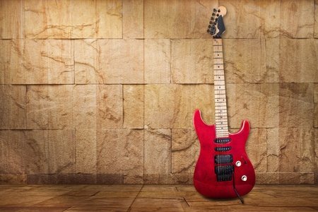 stratocaster: Red Old Guitar