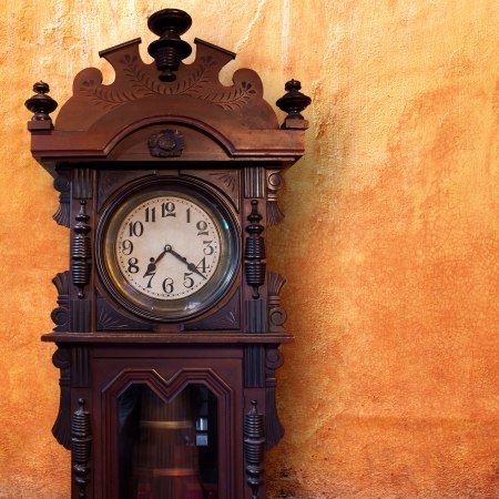 wooden clock: Vintage Wood Clock