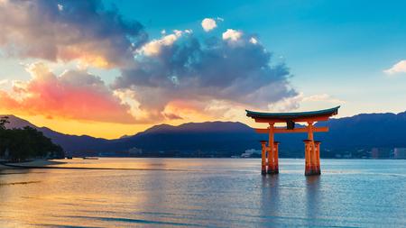 Grote zwevende poort O-Torii op Miyajima eiland Stockfoto