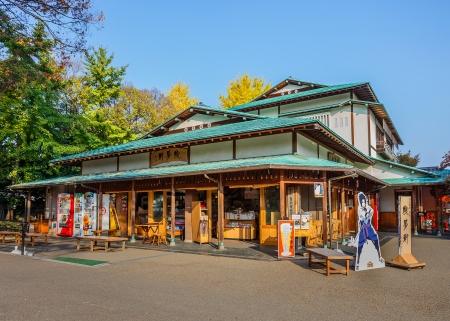 okayama: OKAYAMA, JAPAN - NOVEMBER 17  Souvenir Shop at Kenroku-en in Okayama, Japan on November 17, 2013  Situated at the front of Koraku-en before the garden