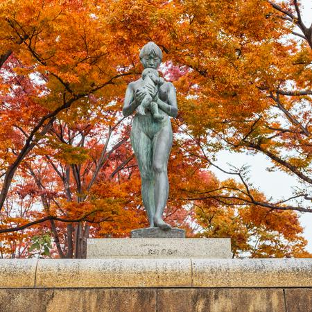 okayama: OKAYAMA, JAPAN - NOVEMBER 17  Mother and Son sculpture in Okayama, Japan on November 17, 2013  Situated at Ujo-michi walk nearby Okayama Castle and Koraku-en garden