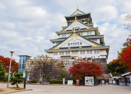 osakajo: View Osaka Castle in autumn in JapanOSAKA, JAPAN - NOVEMBER 18  Osaka Castle in Osaka, Japan on November 18, 2013  One of Japan Editorial