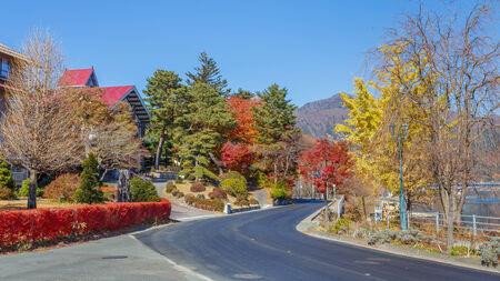 kawaguchi ko: The road around Kawaguchiko Lake at Fujikawaguchiko