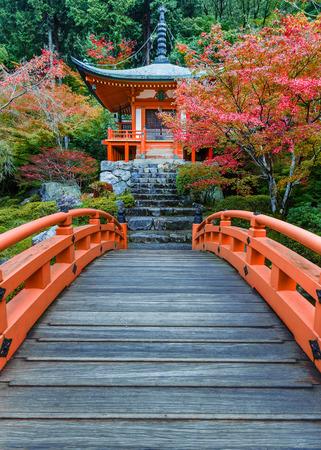 tempels: Vroege herfst bij Daigoji Tempel in Kyoto, Japan