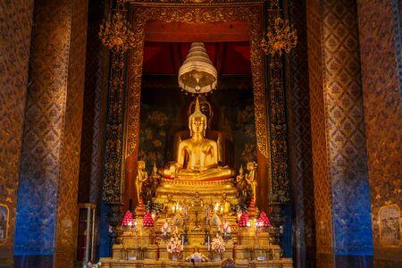 wat bowon: Golden Buddha Statues at Wat Bovorn Bowon Nivet Viharn in Bangkok, Thailand