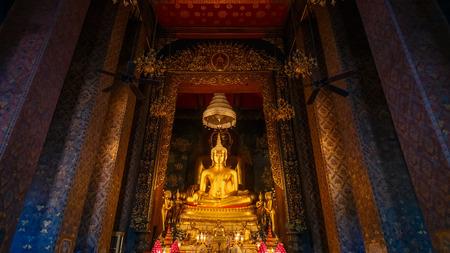 wat bowon: Golden Buddha at Wat Bovorn Bowon Nivet Viharn in Bangkok, Thailand