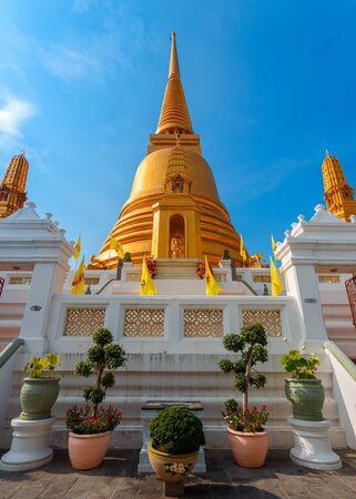 wat bowon: Golden Pagoda at Wat Bovorn Bowon Nivet Viharn in Bangkok, Thailand