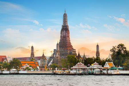 sien: Wat Arun- el templo del amanecer en Bangkok, Tailandia Foto de archivo