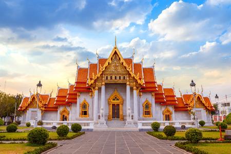 El templo de mármol, Wat Benchamabopit Dusitvanaram en Bangkok, Tailandia Foto de archivo - 43462964