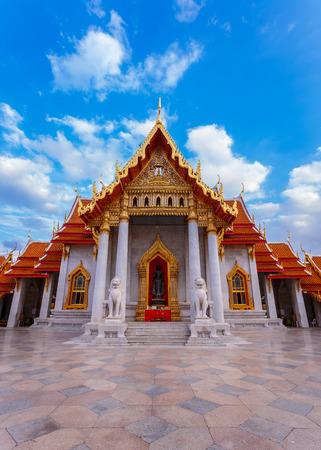 thai temple: The Marble Temple, Wat Benchamabopit Dusitvanaram in Bangkok, Thailand